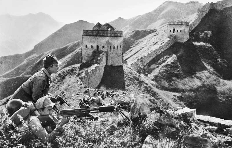 """Sha Fei, """" Soldiers of the Eighth Route Army Fighting on the Great Wall """", Jin Cha Ji Pictorial"""