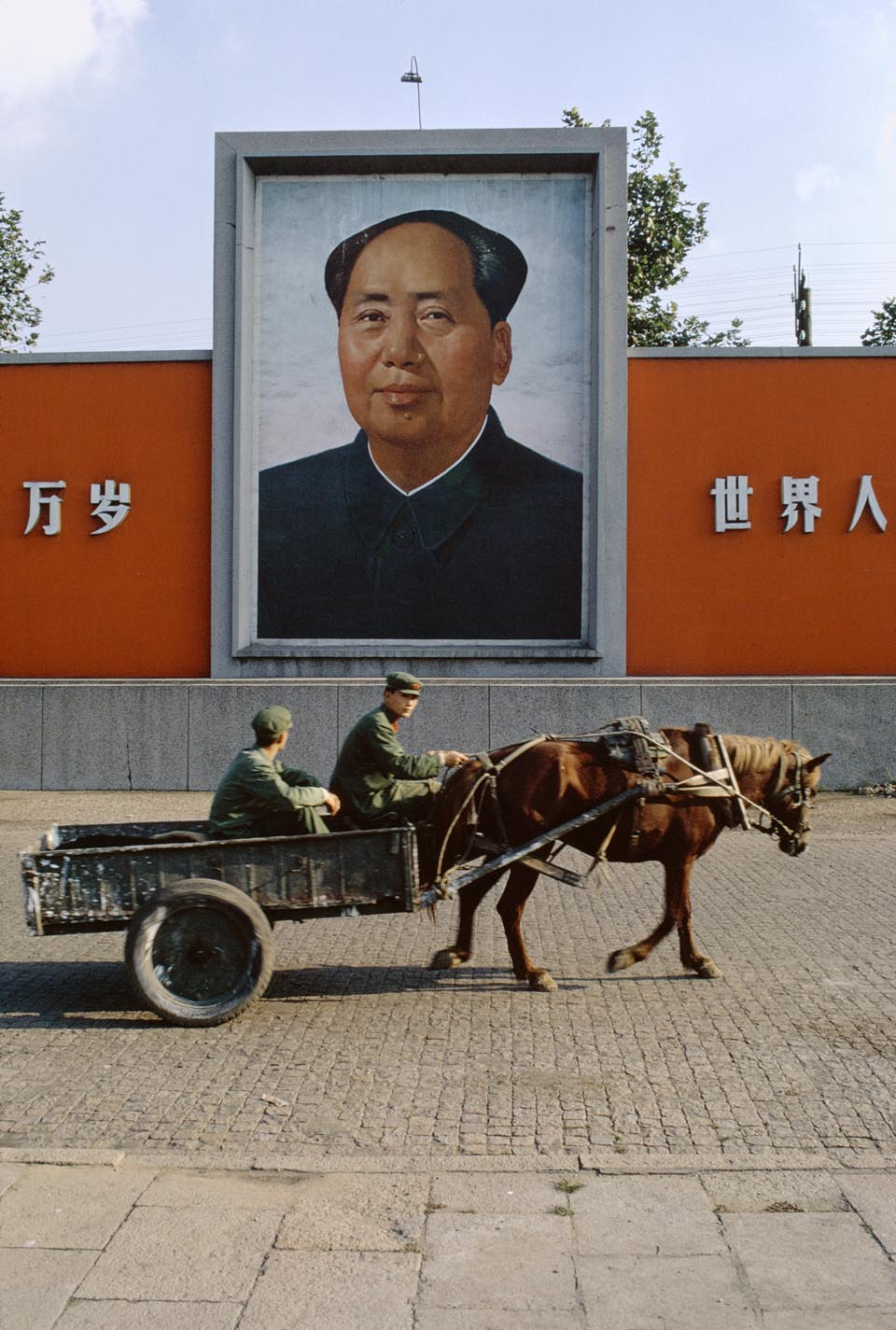 Mao portrait Suzhou, 1973 © Bruno Barbey / Beaugeste Gallery