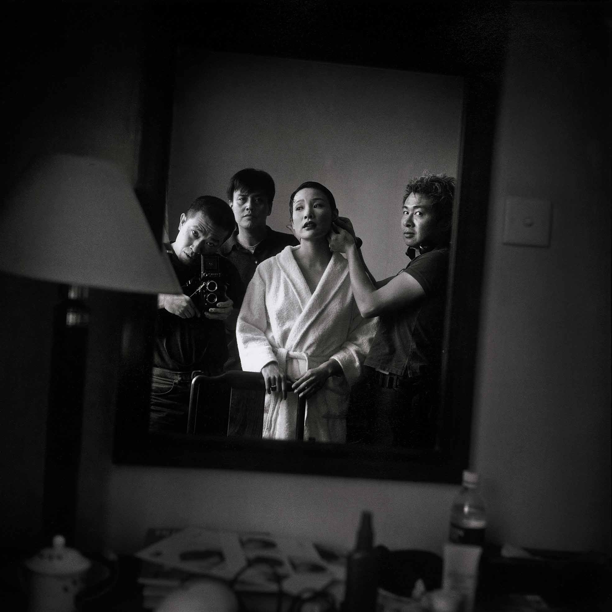 Zhang Hai'er,Joan Chen being made up by William Lee, while Sun Zhou and Zhang Hai'er watching, Longhua Hotel, Shanghai, 1999