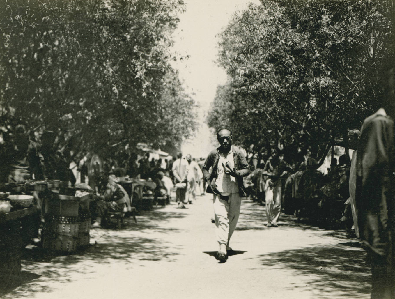 Lane of peddlar's stands, 1909-06
