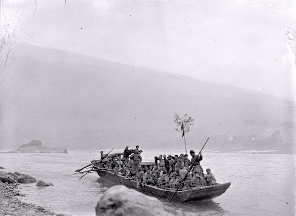 Ferry across the Tung (Dadu) river near Fulin