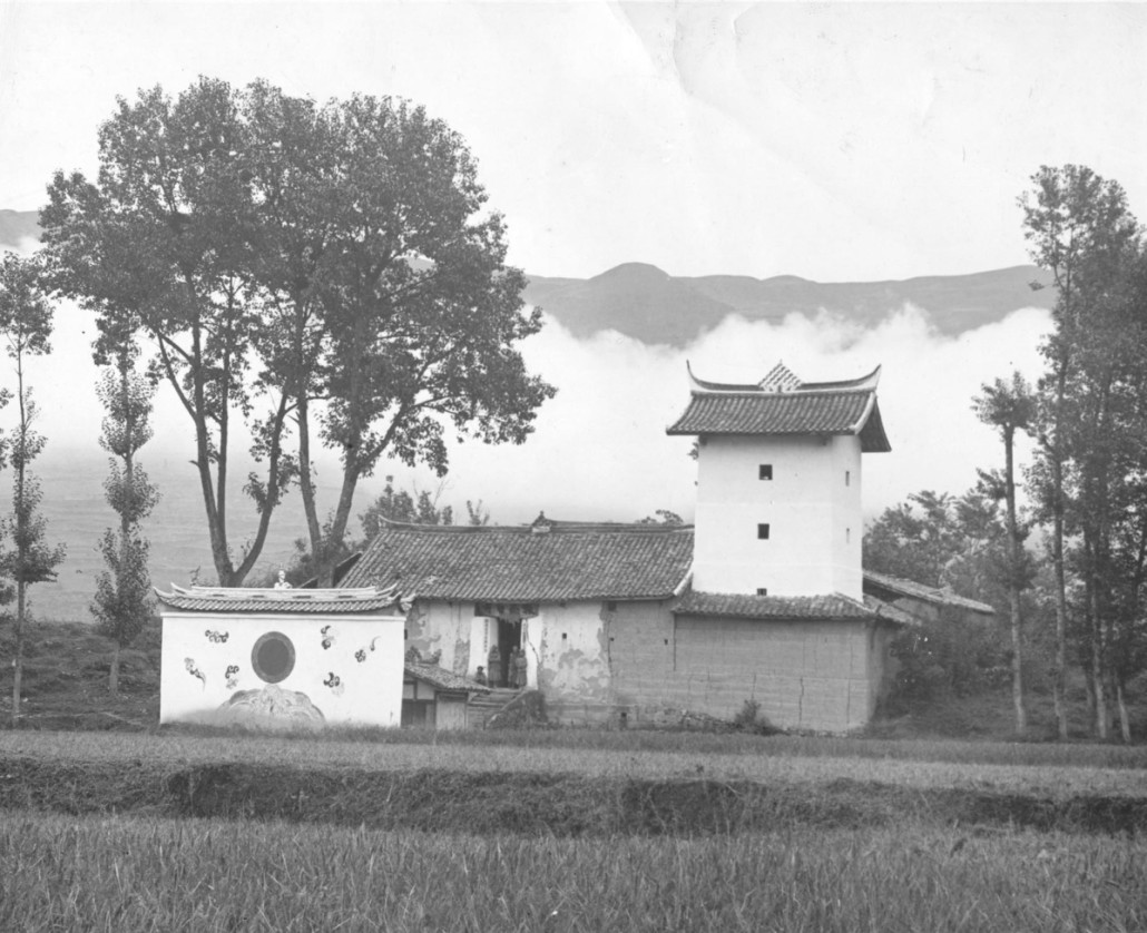 Chinese soldier colony Shaijing; the architecture is a mixture of Chinese and Yi elements