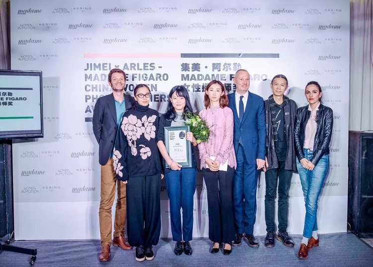 Guo Yingguang receiving the Jimei x Arles - Madame Figaro Women Photographers Award 2017