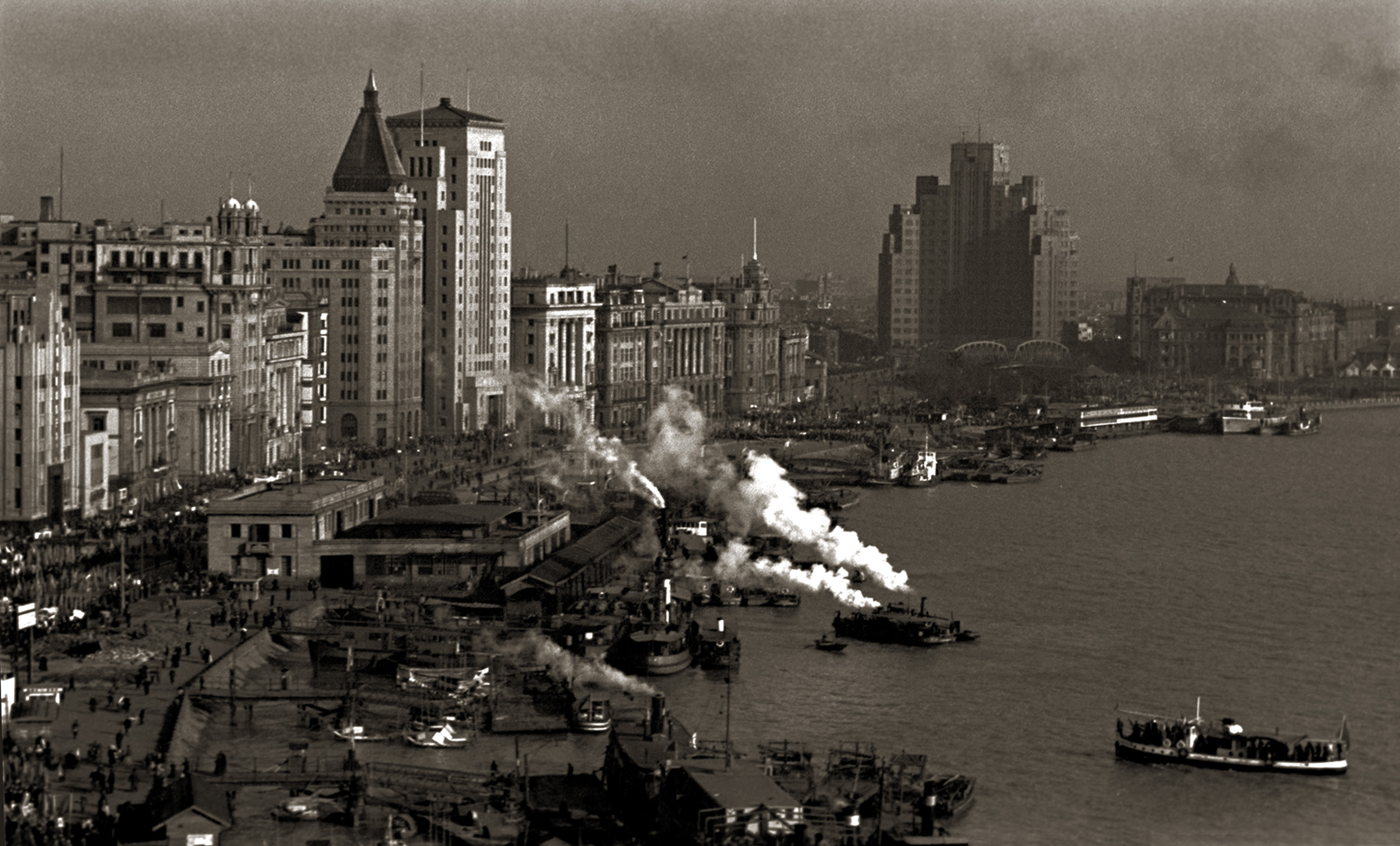 从气象台眺望北外滩, Overlooking the Bund, early 1950s / Courtesy of Jin Hua