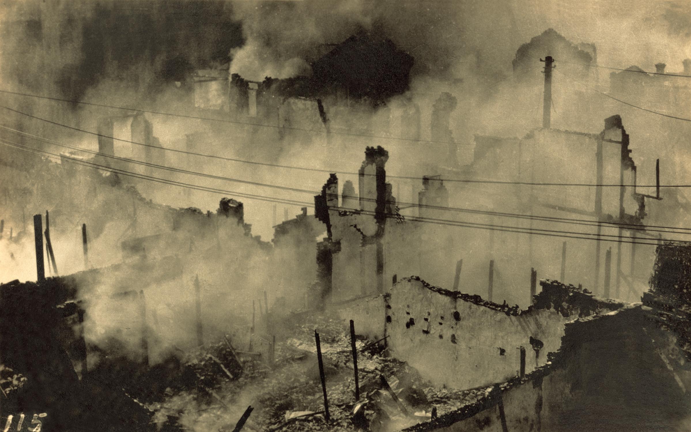 日军轰炸上海, Japanese bombing, 1937 / Courtesy of Jin Hua