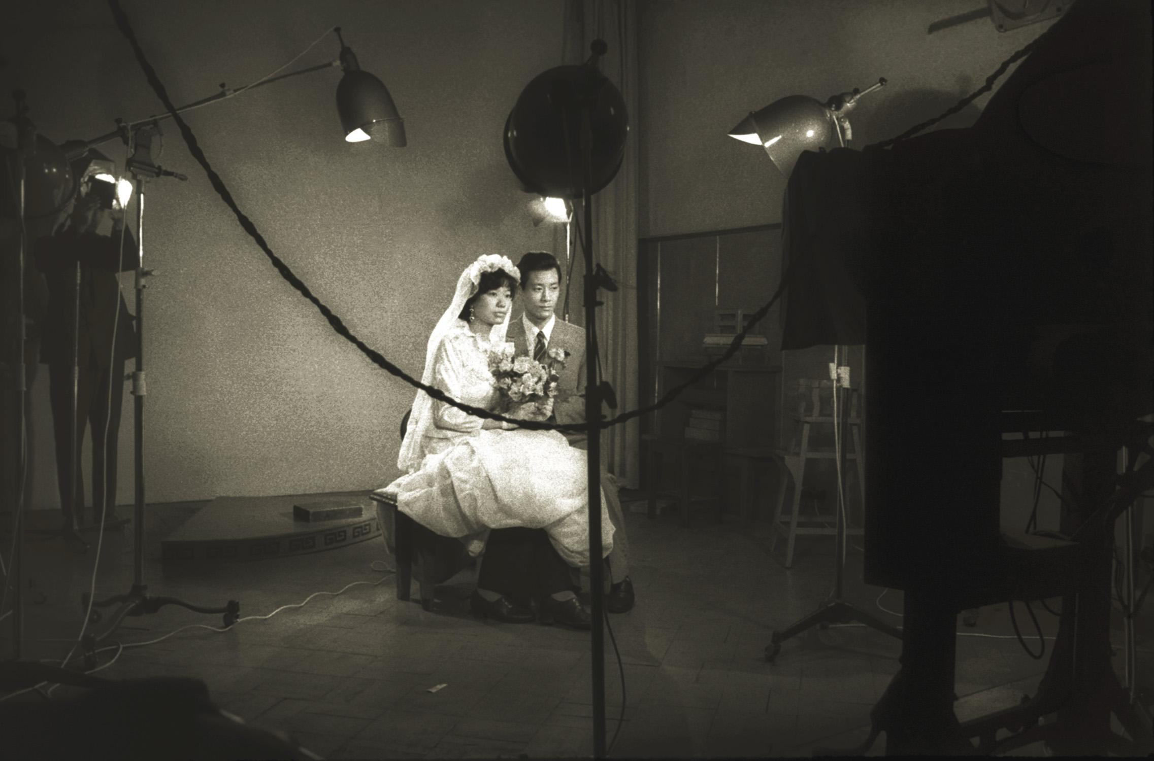 拍结婚照, Wedding photo, 1970s / Courtesy of Jin Hua