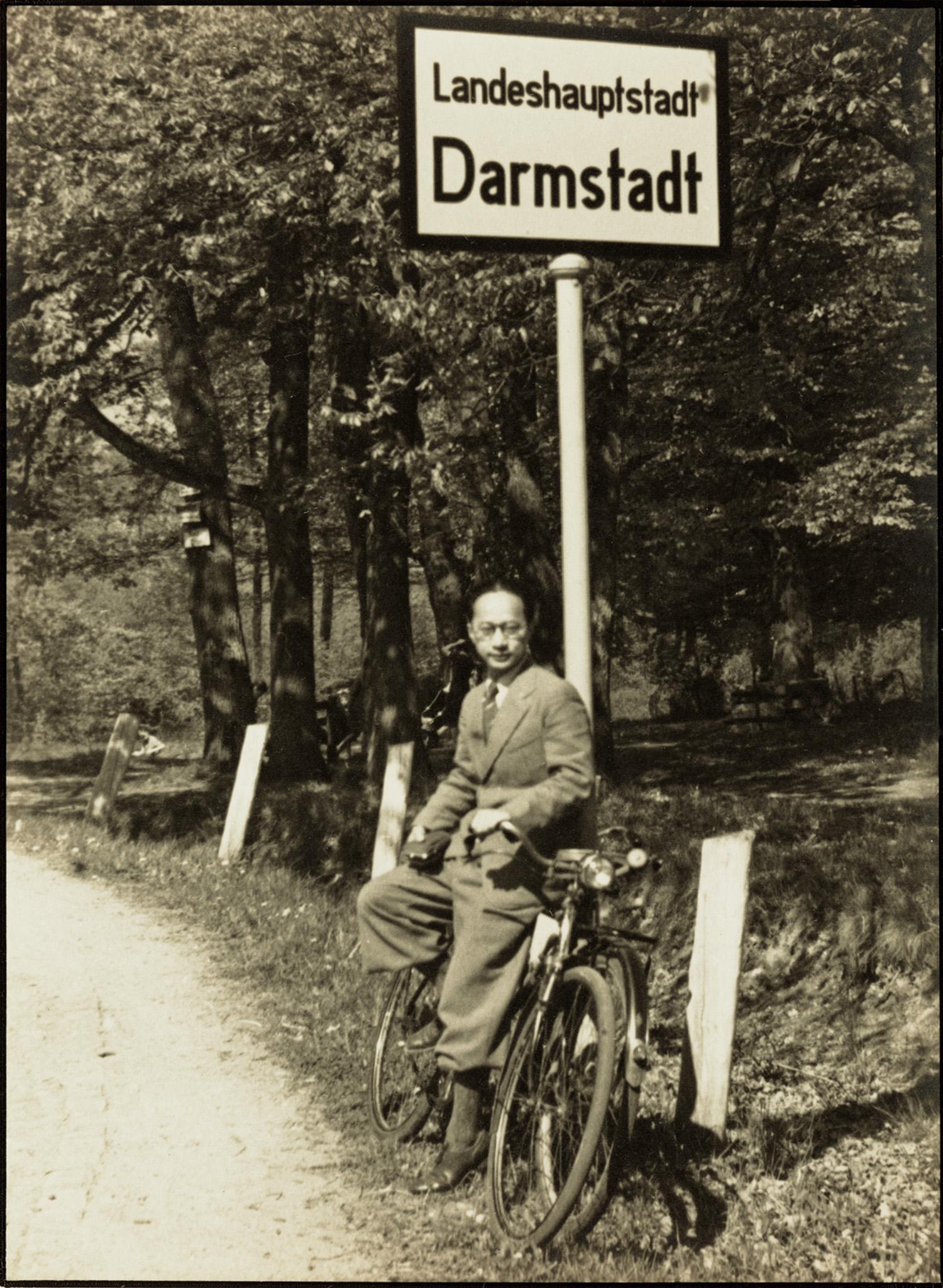 留学达城自拍像, Self-portrait in Darmstadt, 1939 / Courtesy of Jin Hua