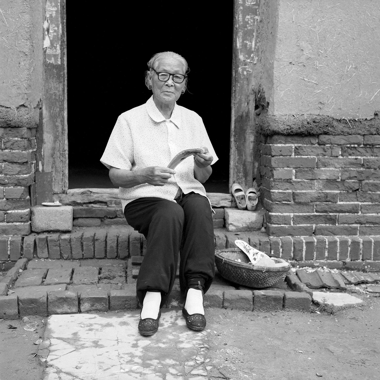 Jo Farrell, Hou Jun Rong sewing 75 (China, 2007).jpg
