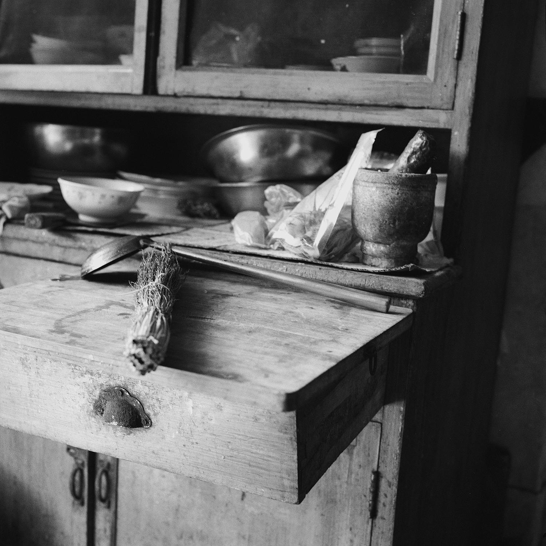 Jo Farrell, Su Xi Rong kitchen detail 75 (China, 2008).jpg