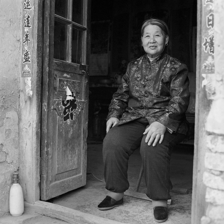 Jo Farrell, Su Xi Rong portrait 75 (China, 2008).jpg