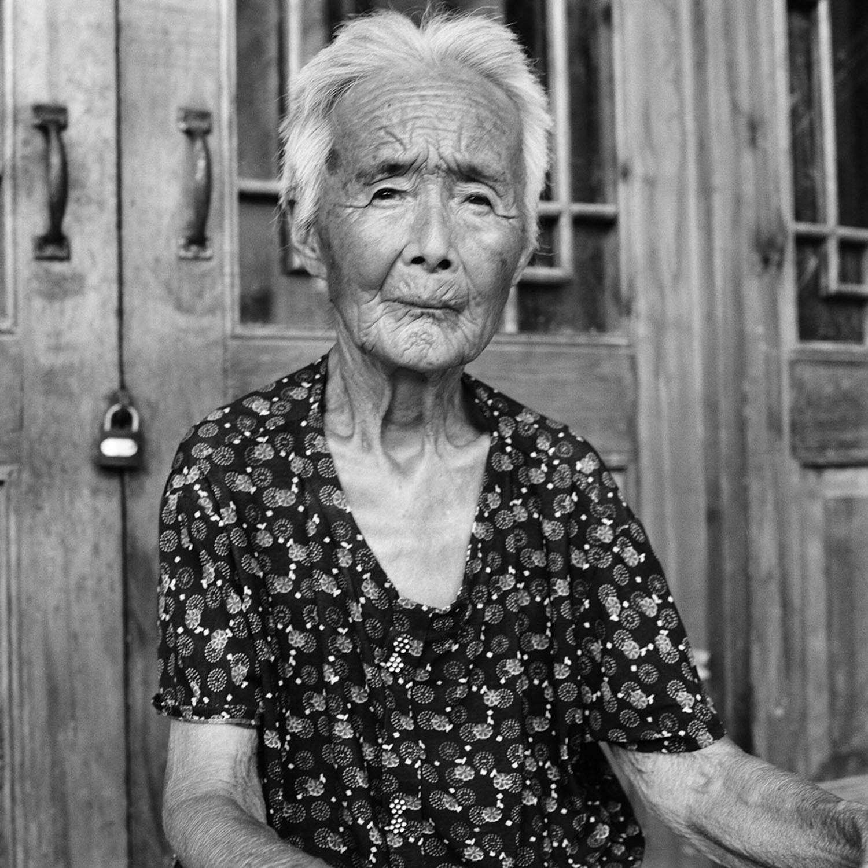Jo Farrell, Zhao Hua Hong portrait 84 (China, 2010).jpg