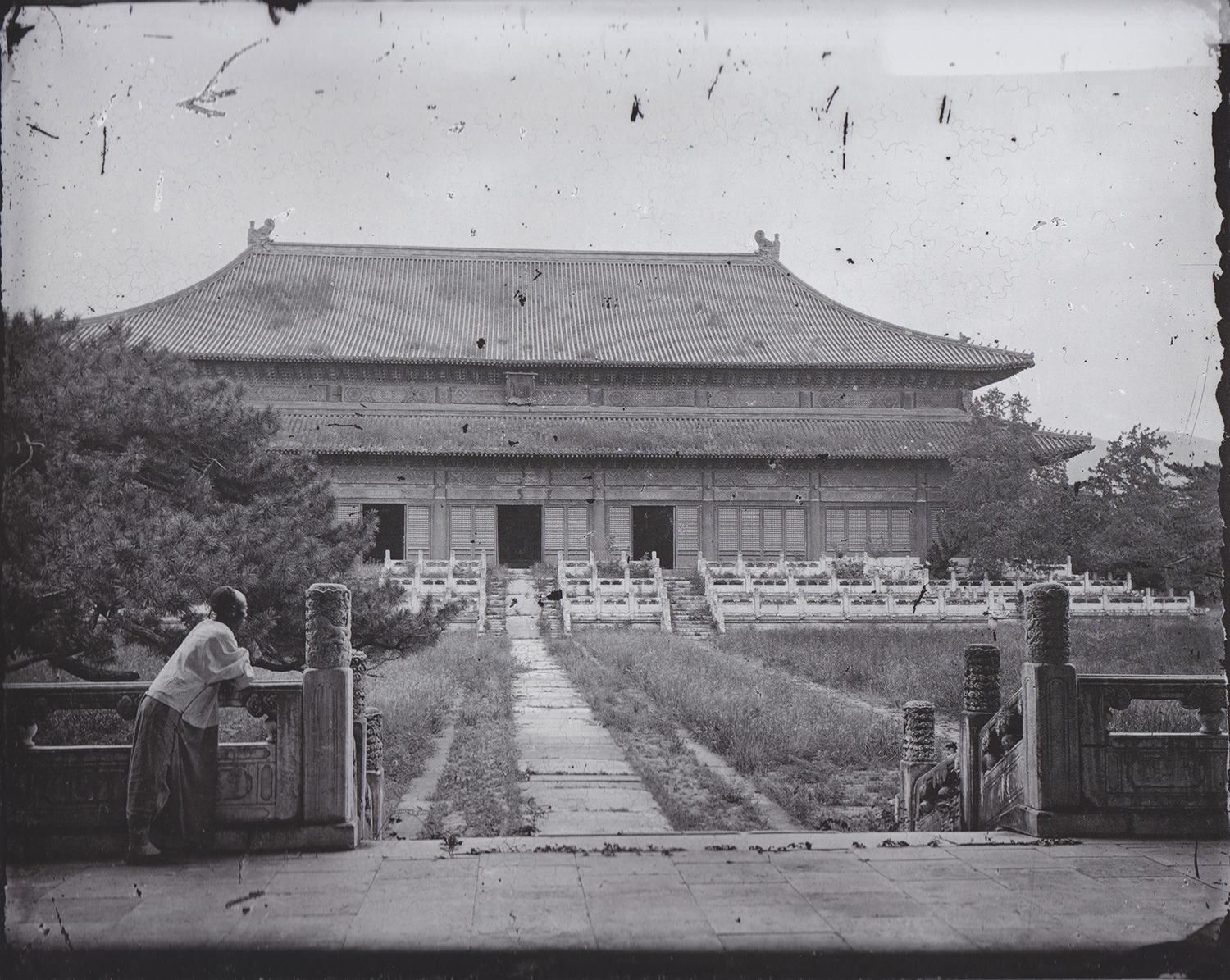 John Thomson, The Great Sacrifice Hall, Changling, Ming Tombs, Beijing, 1871-72 © Wellcome Library/Wellcome Images