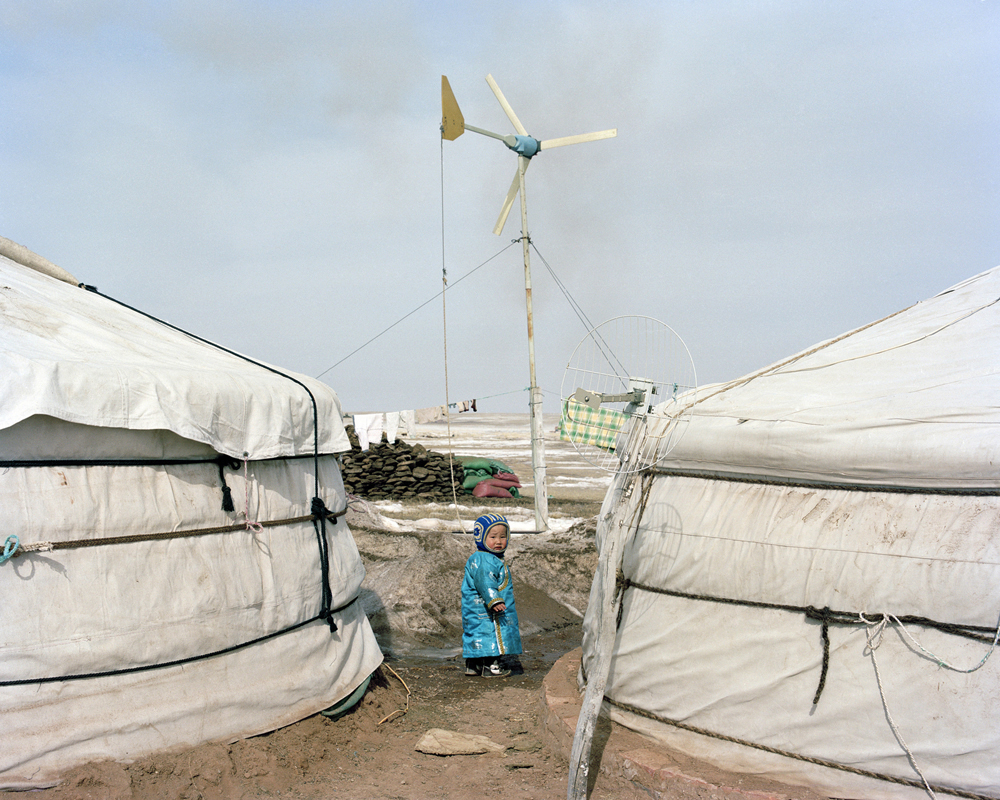 A child outside Monglian yurt,Inner Mongolia,2013-li-wei-photography-of-china.jpg