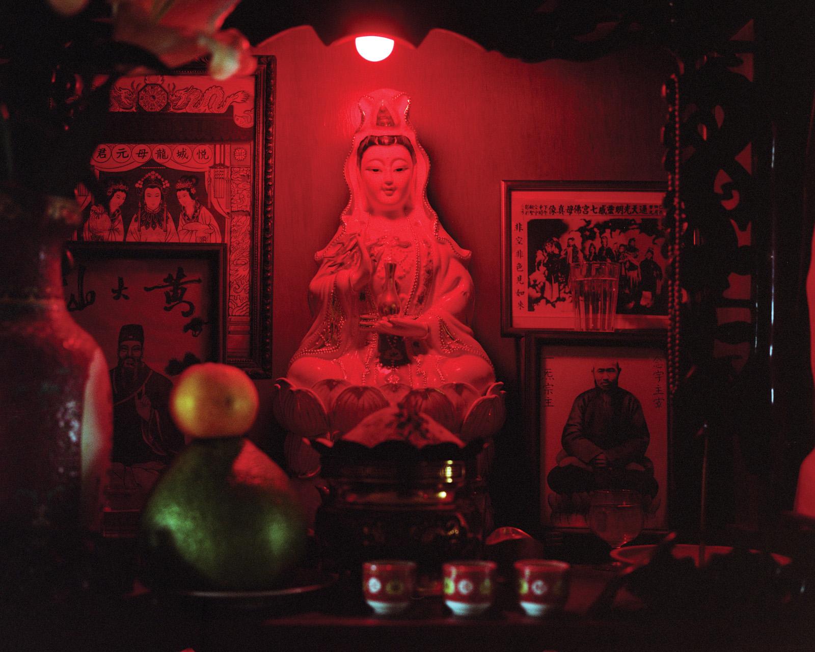 kurt-tong-photography-of-china-Combing For Ice and Jade03.jpg