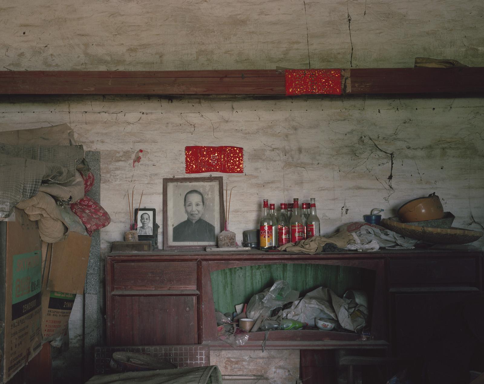 kurt-tong-photography-of-china-Combing For Ice and Jade12.jpg
