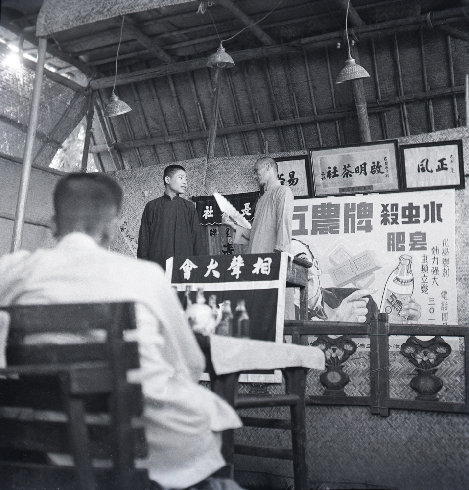 In 1949, Crosstalk Performances at Qiming Tea House at Shichahai, Beijing. 45.2×46cm