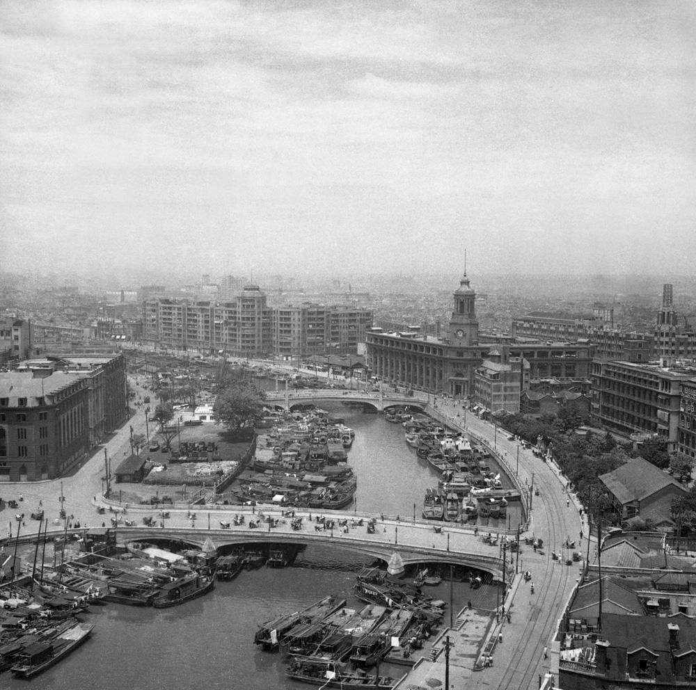 In 1949, Near the Suzhou River in Shanghai. 46×45.6cm