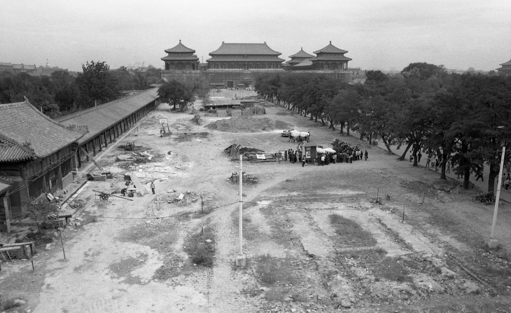 In 1982, the Palace Museum carried out an ancient construction maintenance project in Beijing. 34.2×55.9cm