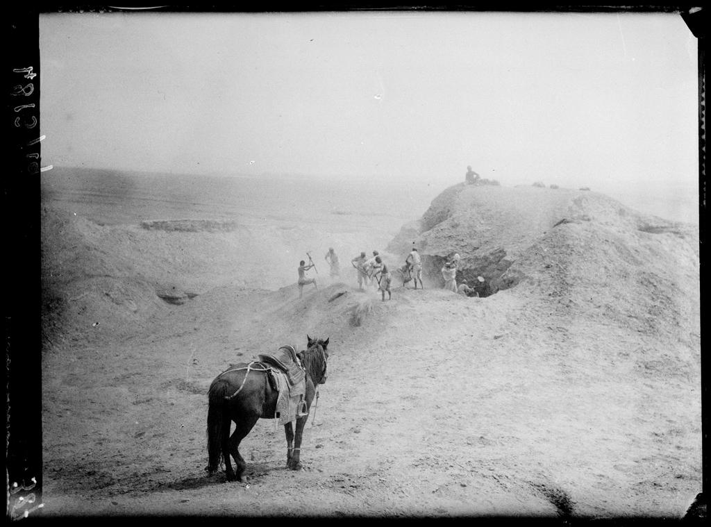 [Chine. Province du Xinjiang, Kuche], Qumtura [Kumutula], Hiçar, fouille d'un stupa Mission : Mission Paul PELLIOT 1906-1908 © MNAAG