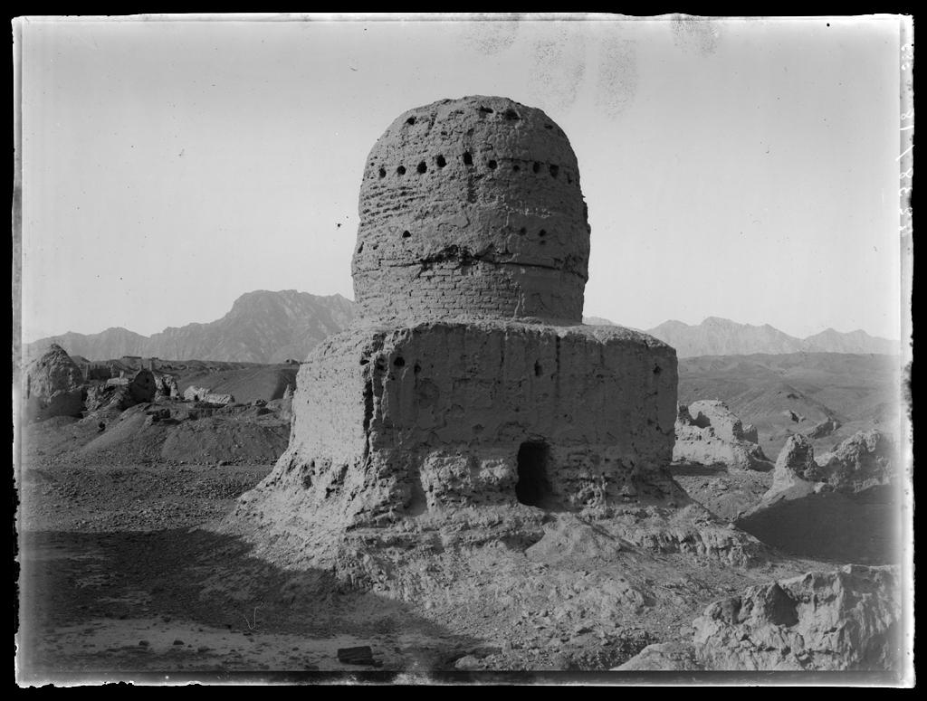 [Chine. Province du Xinjiang, Kuche], Subachi [Subachi], ensemble oriental, temple est, stûpa sud-ouest © MNAAG