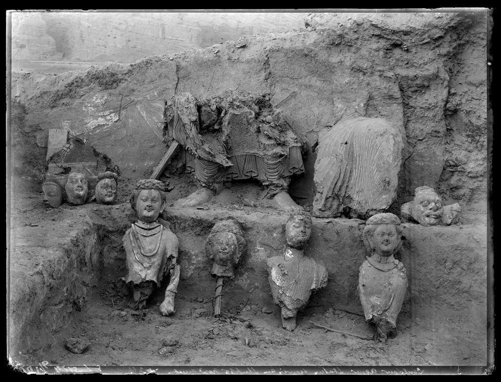 [Chine. Province du Xinjiang, Koutcha, Kumutula], Douldour-âqour, sculptures du stûpa nord-ouest, paroi nord. Mission : Mission Paul PELLIOT 1906-1908 © MNAAG