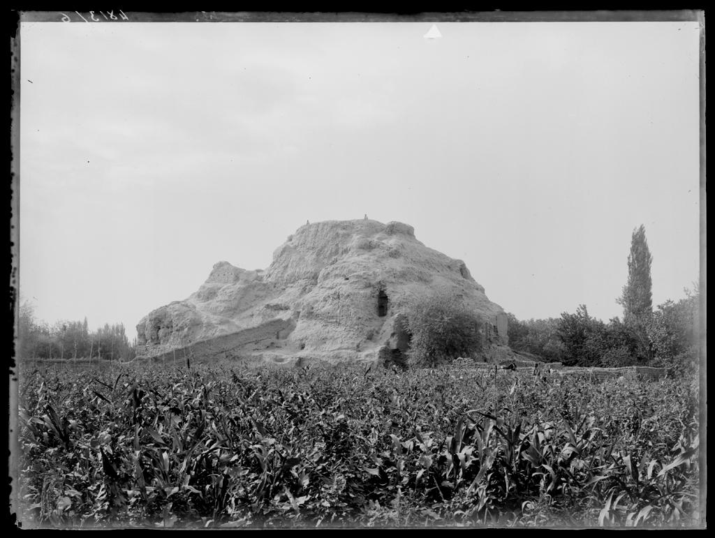 [Chine. Province du Xinjiang], Kutsha [Kuche], stûpa Halal-Bagh. Mission : Mission Paul PELLIOT 1906-1908  © MNAAG