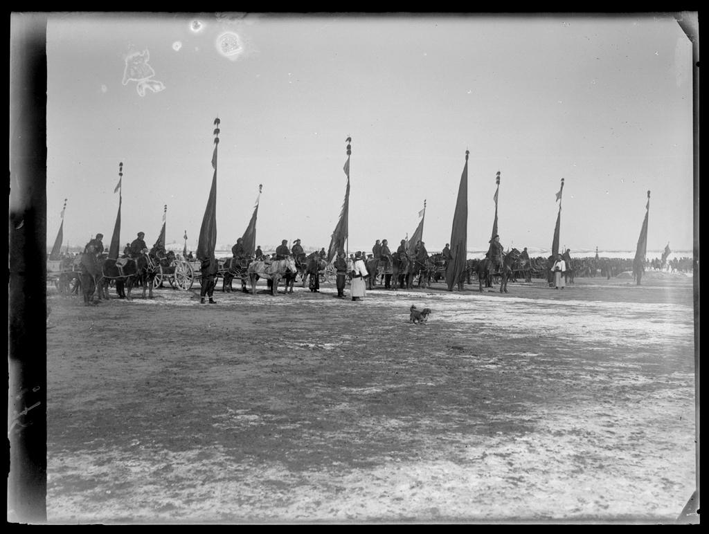 [Chine. Province du Xinjiang], Ouroumtchi [Wulumuqi], revue des troupes chinoises [de l']infanterie. Mission : Mission Paul PELLIOT 1906-1908  © MNAAG