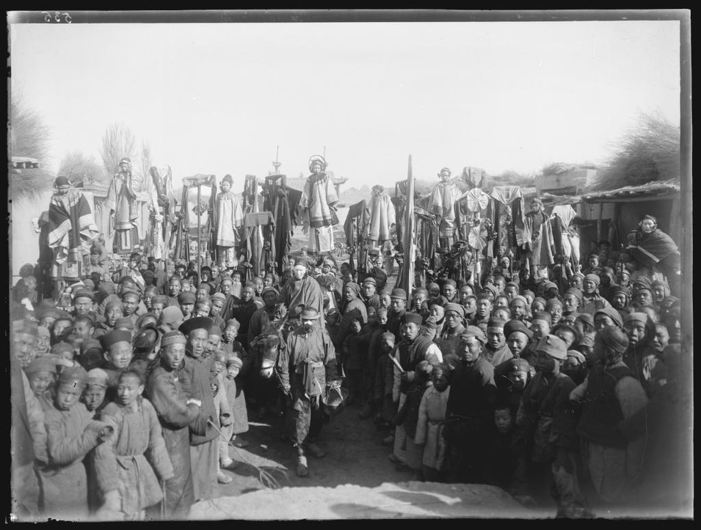 [Chine. Province du Gansu], T'ang Houang [Dunhuang], groupe de la cavalcade Fête de la lune. Mission : Mission Paul PELLIOT 1906-1908  © MNAAG