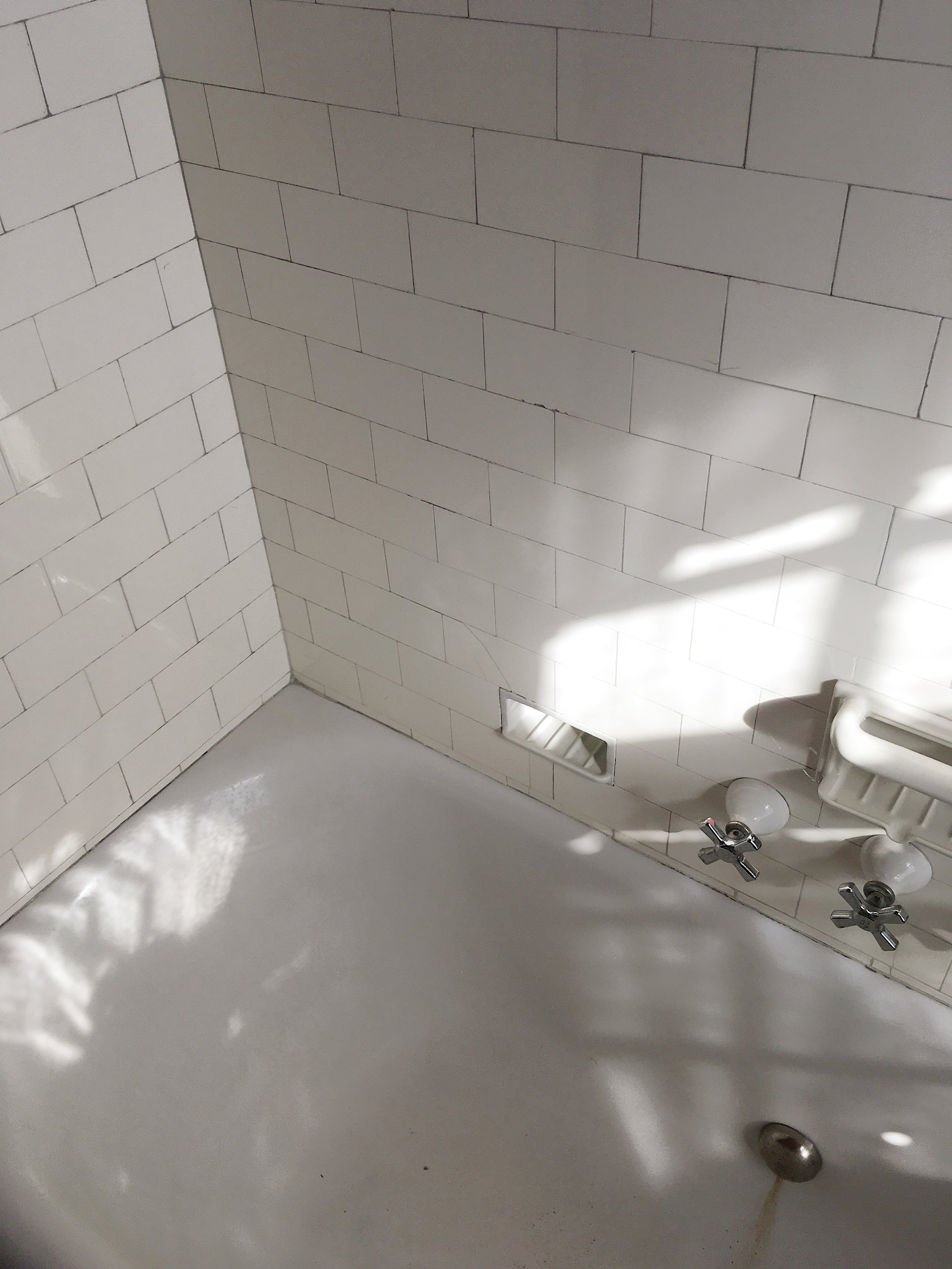 maisonbodega_existingbathroom