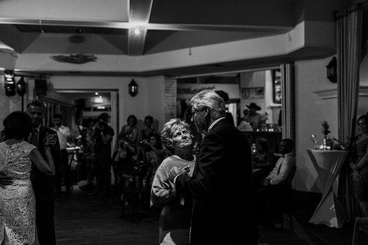 Bridgitte + Damien_Cottesloe wedding116.jpg