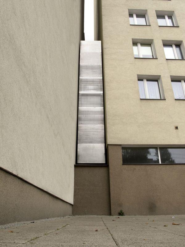 the-worlds-skinniest-house-by-jakub-szczesny.jpg