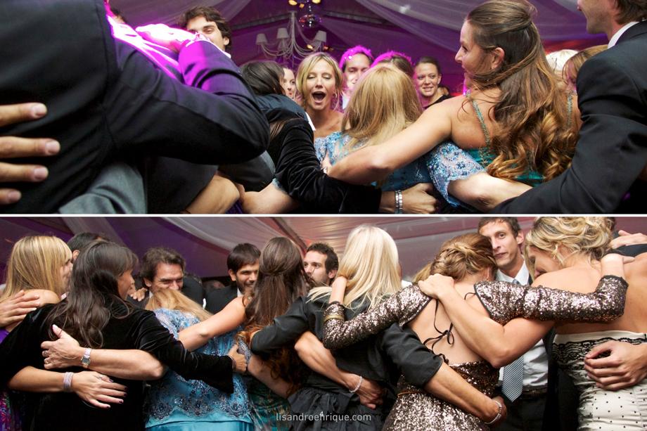 Abrazos en la Fiesta: la Familia unida. Fotos en Bodas