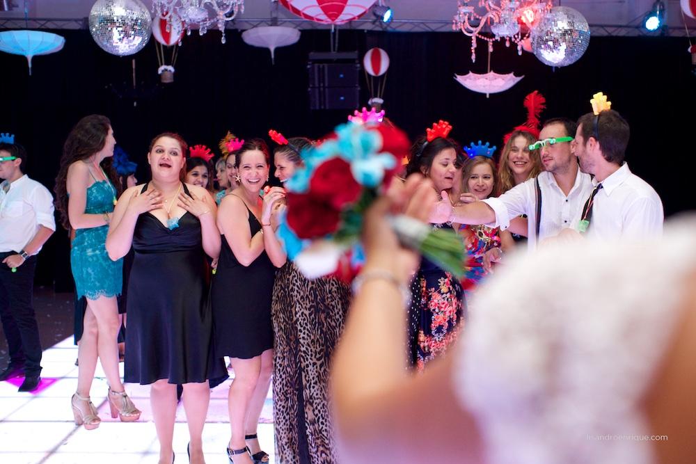 Boda de Mariana y Pablo. San Francisco, Córdoba. Estilo Circus. Más de esta Historia en Fotógrafo de Bodas www.lisandroenrique.com