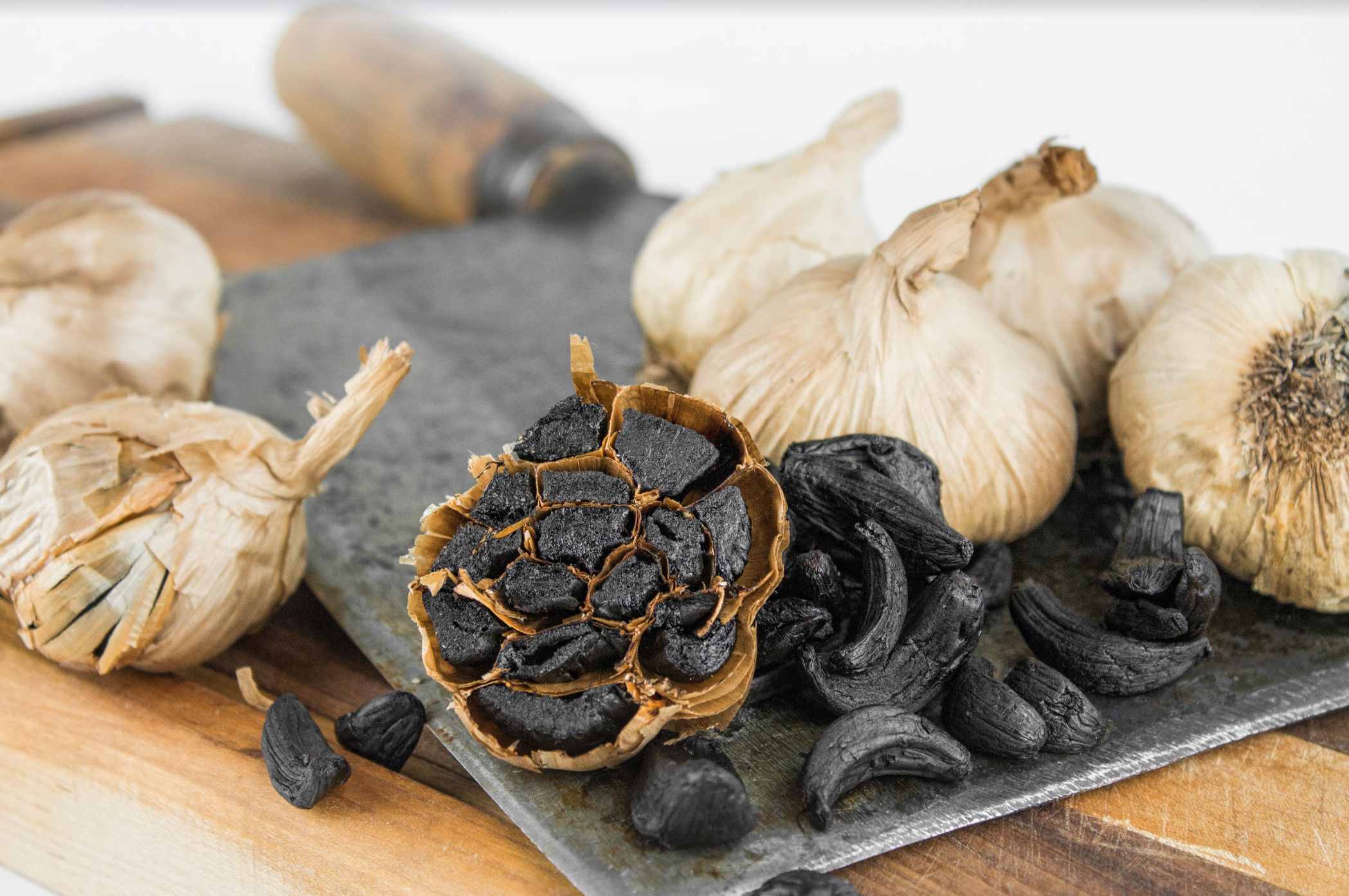 black-garlic-bulbs-cloves.png