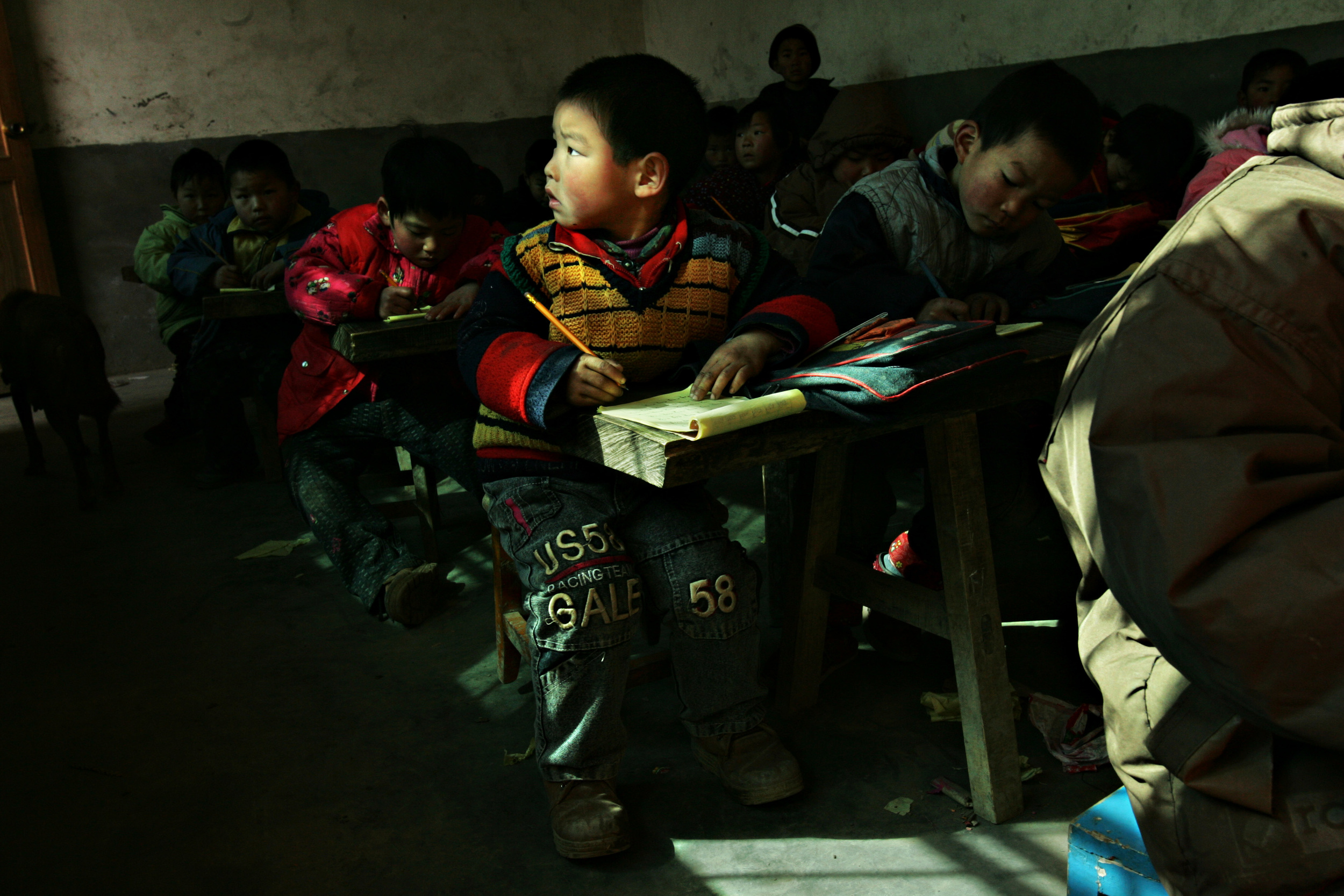 Children practice writing English at a school in Sunying where more than eighty people have died of cancer since 1990. Children are especially vulnerable to adverse health affects from drinking the polluted water because of their immature physiological development.