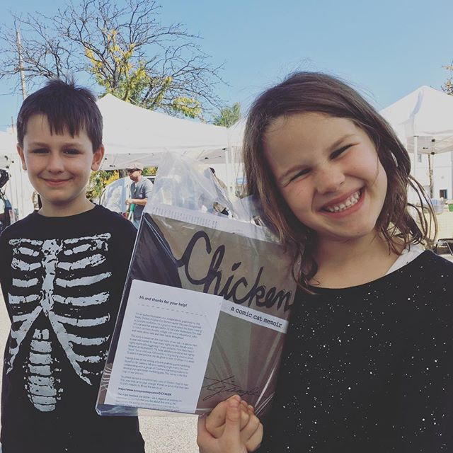 These two cuties and their lovely mom picked up the book at The Bloomfield Saturday Market. #chickenthebook #catstories #graphicmemoir #globalebookawards @teresejungle
