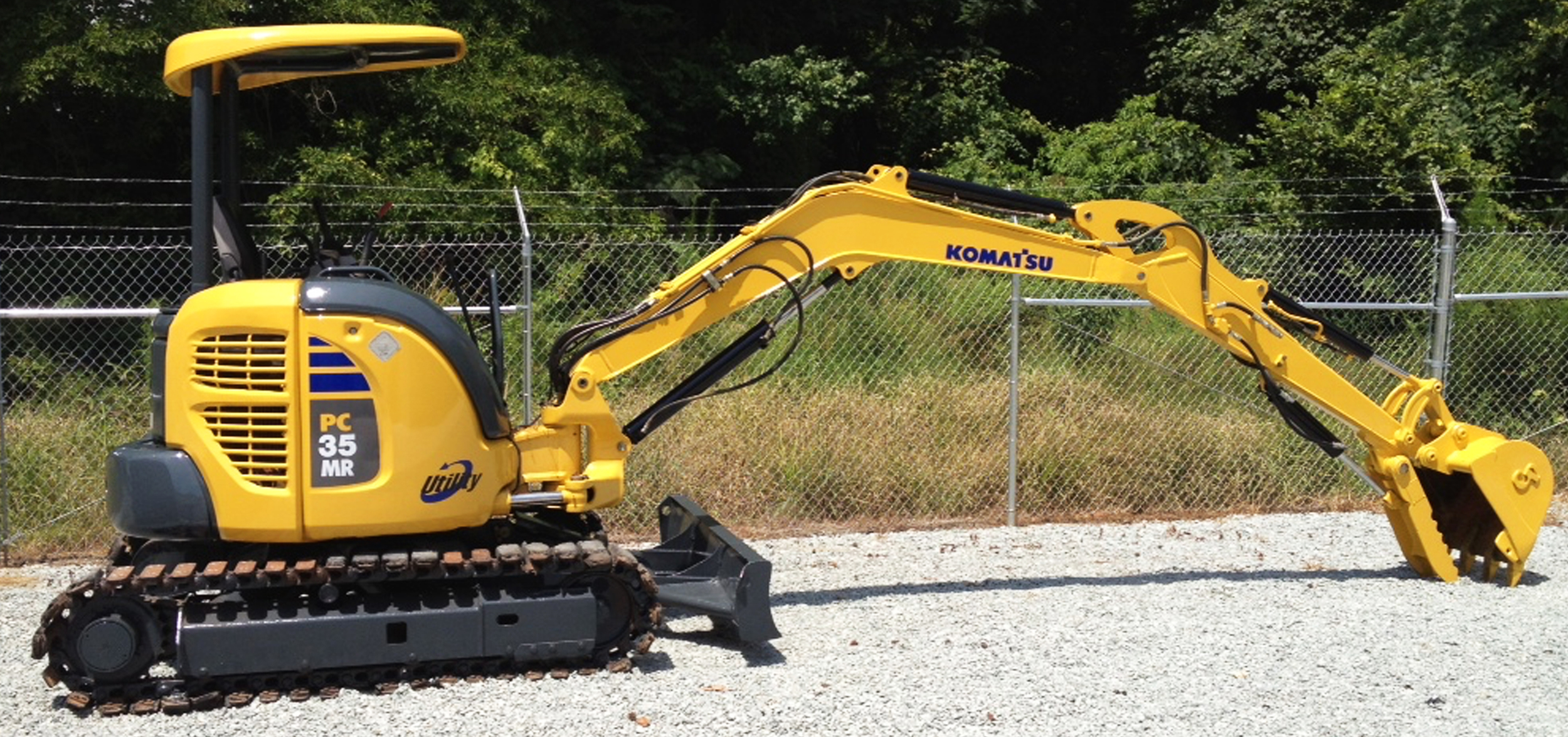 HEAVY EQUIPMENT PAINTING We are quickly becoming one of the best paint and body shops in North Carolina for servicing heavy equipment. Whether you have Transfer Trucks, Trailers, Dump Trucks, Tractors, BullDozers, Fire Trucks, Buses, Horse Trailers, RVs, and of course Boats.