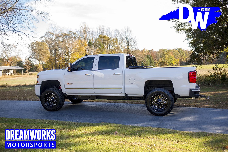 White-chevy-Truck-by-Dreamworksmotorsports-5.jpg