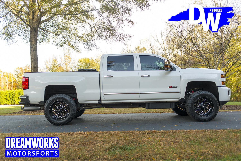 White-chevy-Truck-by-Dreamworksmotorsports-2.jpg