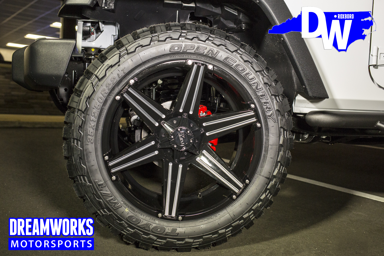Desegana_Diop-White-Jeep-Dreamworks-Motorsports-3.jpg