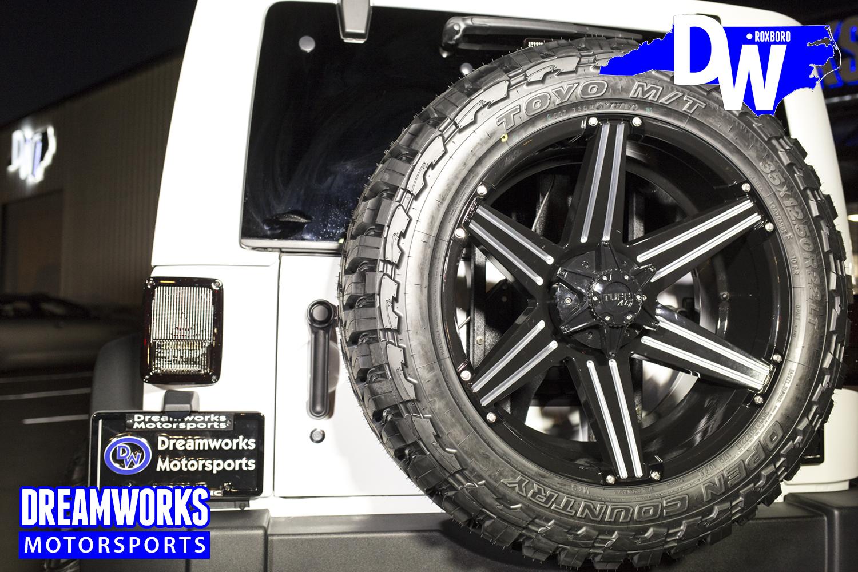 Desegana_Diop-White-Jeep-Dreamworks-Motorsports-5.jpg