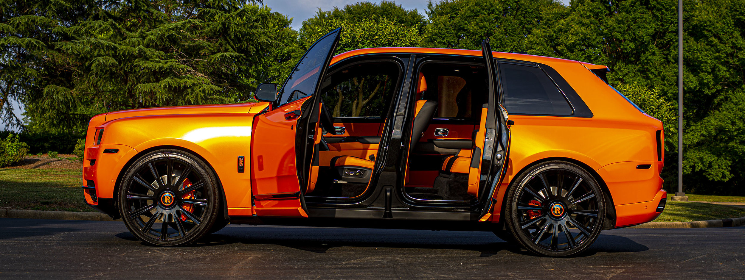 OBJ-Orange-Rolls-Royce-Cullinan.jpg