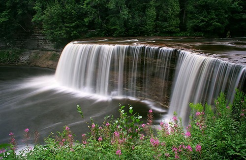 tahquamenon-falls-state-park.jpg