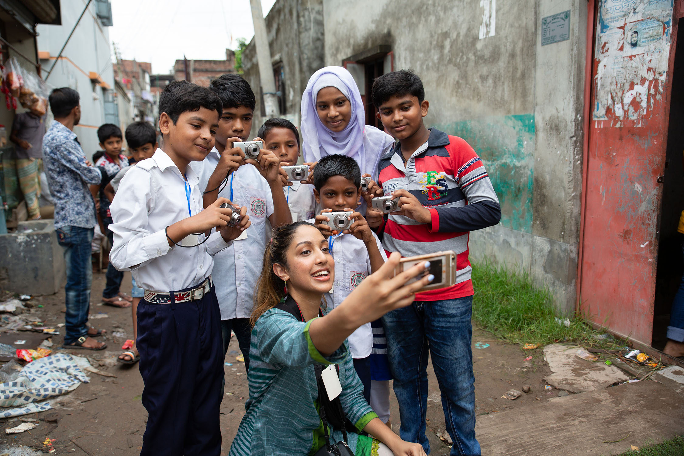 Snapshot Project Leader, Sumaiya, takes a selfie with students.