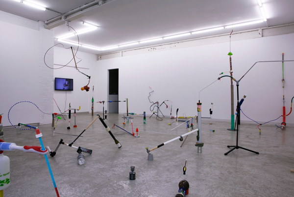 Nathan Gray, Things That Fit Together  and  Works: Under 30 Seconds , both2014 (install) Courtesy the artist andUtopian Slumps Photograph: Maura Edmond