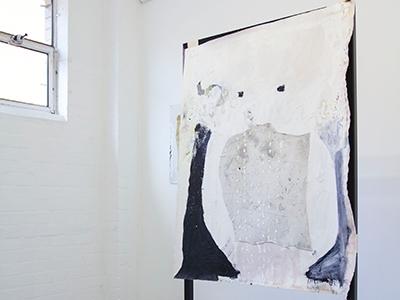 Teelah-George_Face-Vase-and-Rag-Painting_install1_PrimerMag.jpg