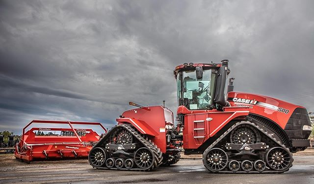Waiting in the rain- Case Quadtrac 500 and HorwoodBagshaw scraper- Mannum SA #cnhindustrial #horwoodbagshaw #casequadtrac