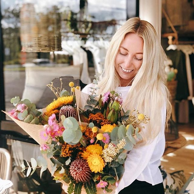 Gorgeous Lauren showing off the fresh natives available at @threedonkeyshome 🌼