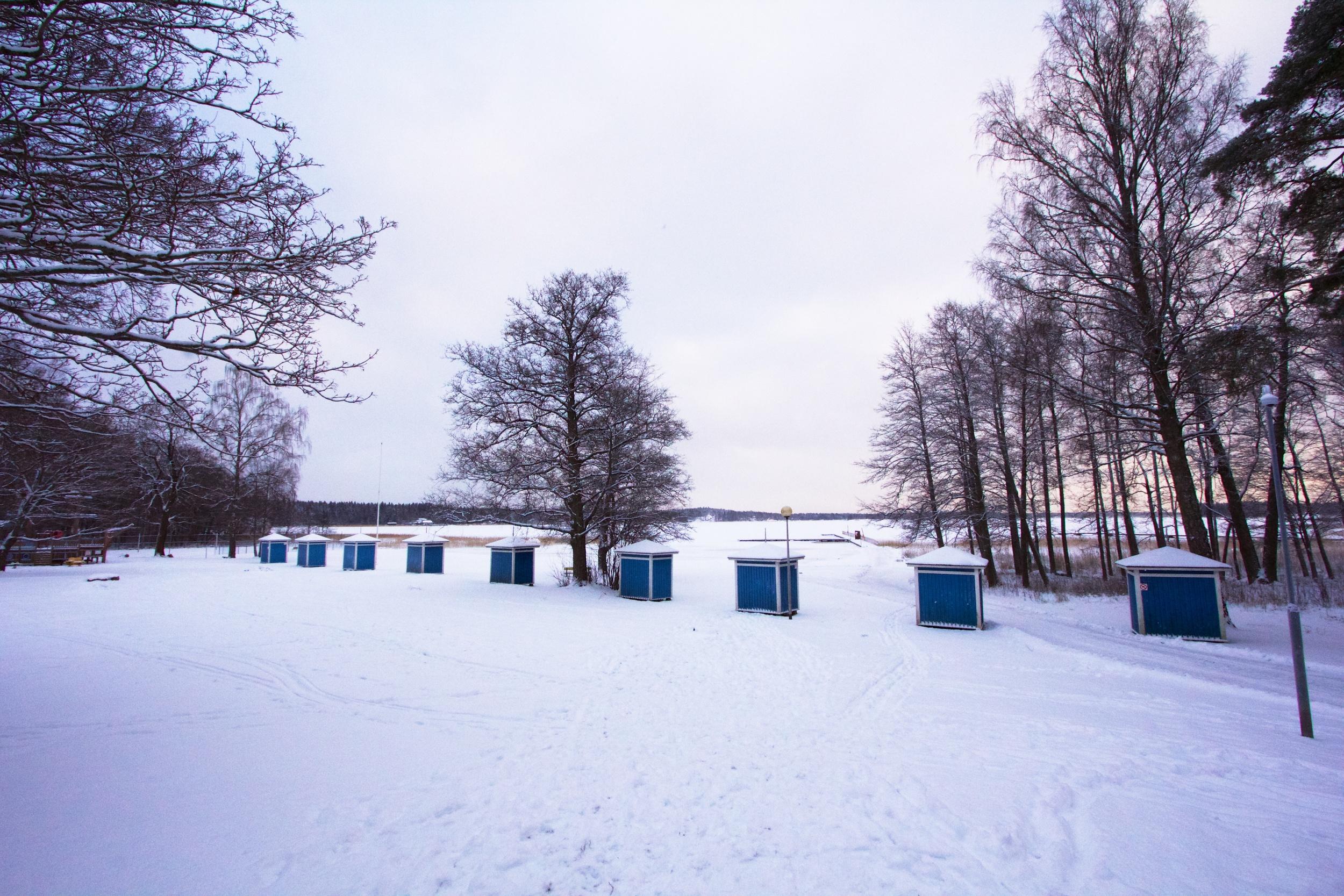 Der Badestrand versinkt im Schnee