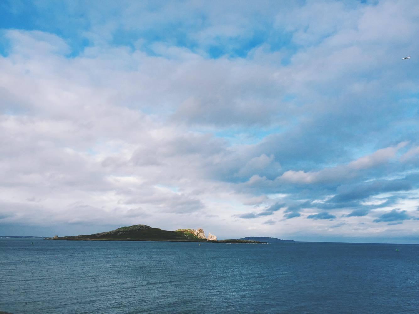 Sicht auf Ireland's Eye Island / Lambay Island